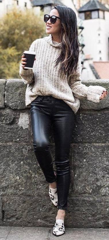 maglione oversize leggings ecopelle